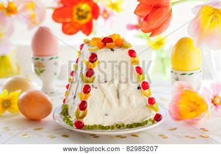 Traditional Easter quark dessert with the candied fruits