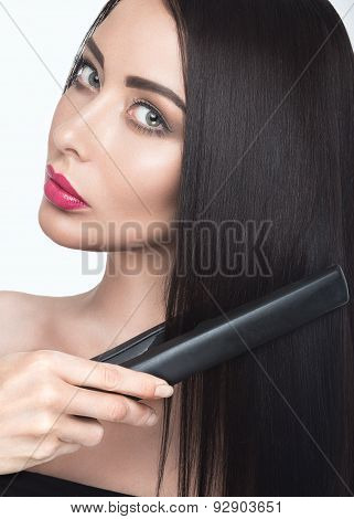 Beautiful Brunette Girl With A Perfectly Smooth Hair, Curling And Classic Make-up. Beauty Face.