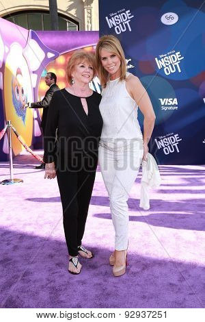 LOS ANGELES - JUN 8:  Cheryl Hines, her mother at the