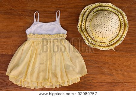 Summer children's clothing: dress and hat