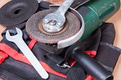 pic of friction  - Replacement of the grinding wheel of electric grinder with a help of keys - JPG
