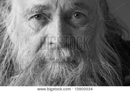Alter Mann mit langem Bart