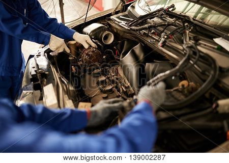 Professional mechanic trying to identify problem with car