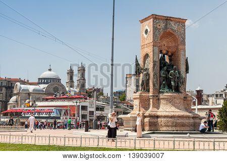 Taksim Square, The Republic Monument