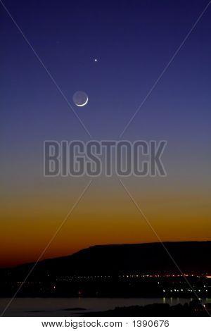 Moon And Venus In Conjunction