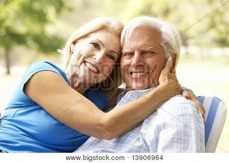Porträt von altes Paar genießen Tag im Park