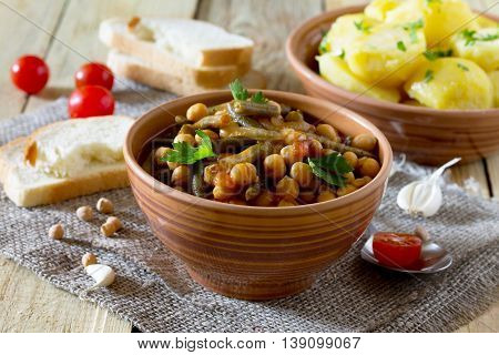 Vegetarian Vegetable Stew With Chickpeas And Green Beans On A Rustic Background, Healthy Eating, Die
