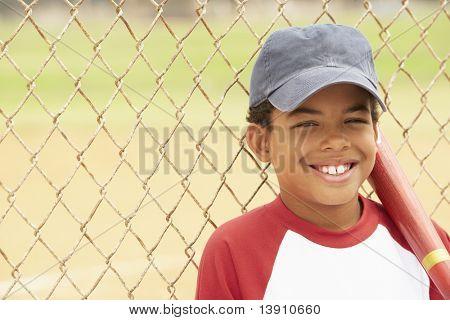 junge spielen baseball