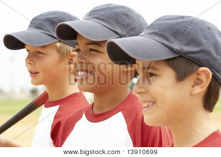 junge Frauen und Männer in Baseball-team