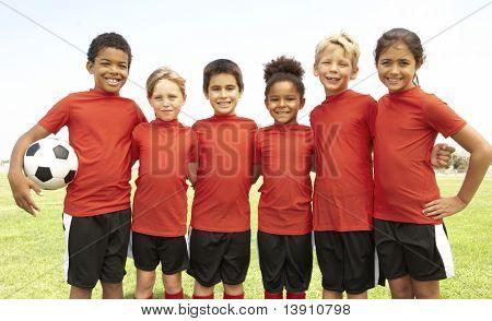Jungen und Mädchen im Football-Team