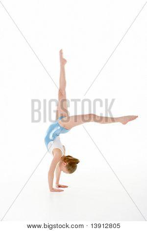 Estudio Retrato de joven gimnasta femenina