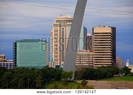 ST. LOUIS, MISSOURI - SEPTEMBER 26: View of St. Louis and the historic Gateway Arch in Missouri, from across the Mississippi River in Illinois, on September 26, 2009. The Arch is 630 feet high.
