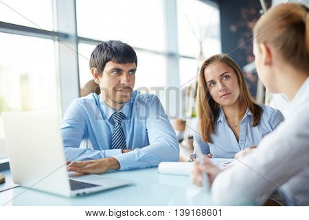 Discussion in cafe