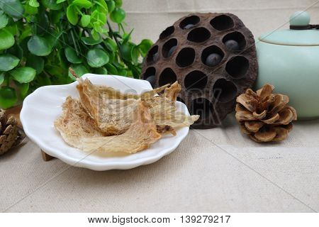 Chinese herbal drugs of lotus bean and dried salanganes or bird's nest