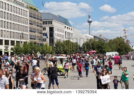 Many Tourists At Crowded Pariser Platz In Berlin