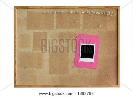 Cork-Board mit leeren Fotorahmen