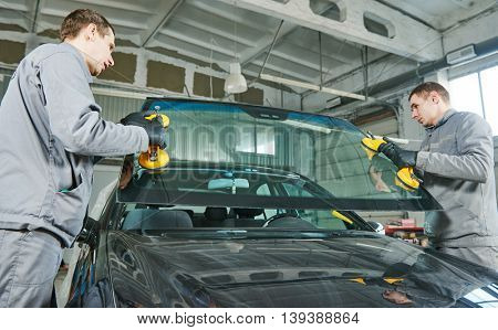automobile windshield or windscreen replacement