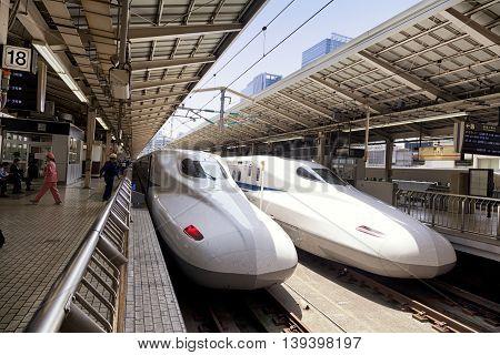 TOKYO, JAPAN - MAY 19: A Shinkansen train pulls into Tokyo Station on May 19, 2016 in Tokyo, Japan.