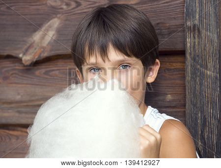 kids eating cotton candy sugar sweet tasty