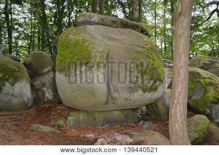 The boulder formation reminiscent of the buttocks is the most famous rock formation natural park Czech Canada.