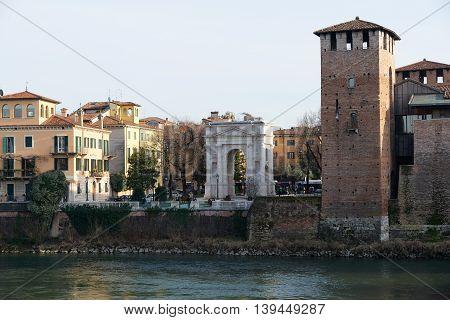 Acro Dei Gavi (gavi Arch)