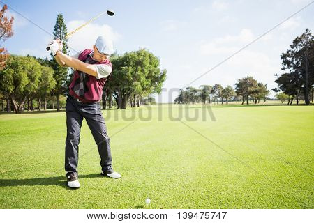 Golfer raising his golf club before his shot