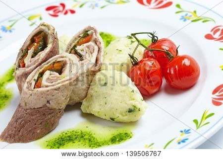 meat rolls with vegetables