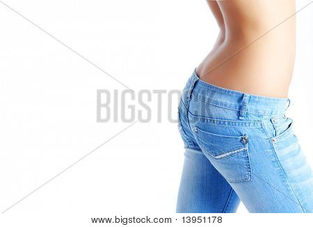 sexy, Fit Woman in Jeans, mit nackten Magen