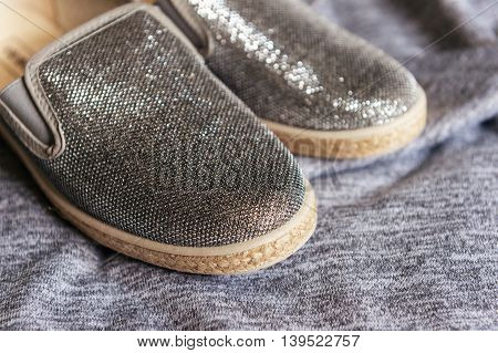 Fashion shiny little girl's grey shoes espadrilles