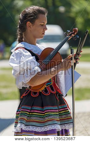 ROMANIA TIMISOARA-JULY 10 2016:Singer at violin from Poland in traditional costume present at the international folk festival