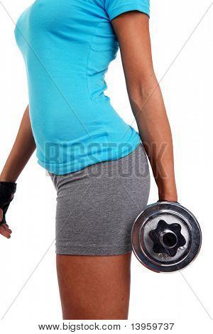 Una foto de una mujer de levantar un peso