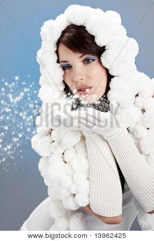 Retrato de una mujer de invierno. Sombrero de pompón