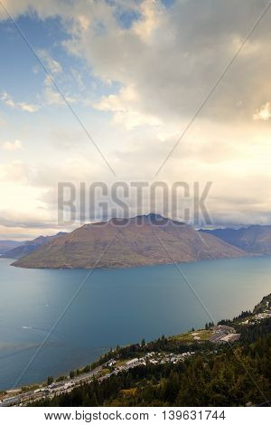 Mountain and lake view are commons if travelling thru roads in Queenstown.