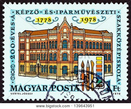 HUNGARY - CIRCA 1978: A stamp printed in Hungary issued for the bicentenary of School of Art and Crafts shows School of Arts and Crafts, circa 1978.