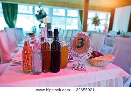 Guests Wedding Table With Sign Of Number 3 Mirror Plate