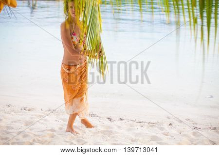 Photo young girl relaxing on beach. Smiling woman spending chill time outdoor Bali island. Summer Season Caribbean Ocean. Horizontal picture
