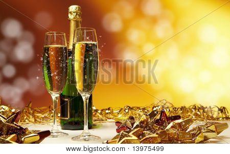 Copas de Champagne listos para traer el año nuevo