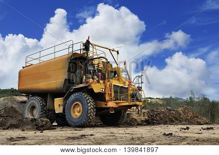 equipment water truck with heavy and large capacity