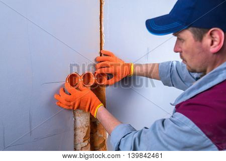 electrician installing the electricity system