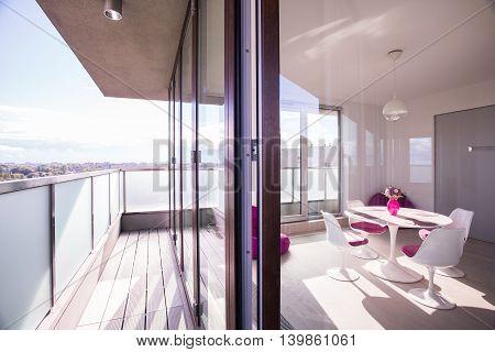 Luxury Apartment With Spacious Balcony