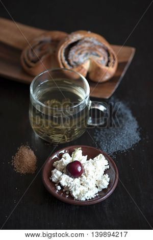 Sweet Rolls With Cottage Cheese And Green Tea