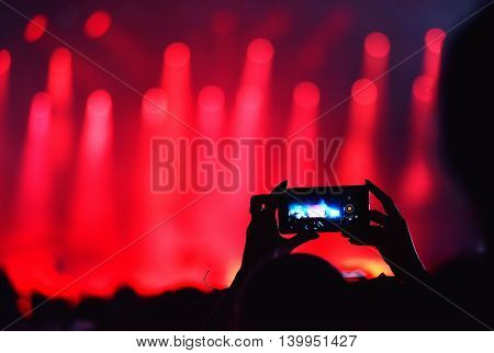 Crowd Recording Live Concert With Iphones