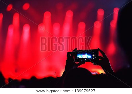 Crowd Recording Live Concert With Iphones