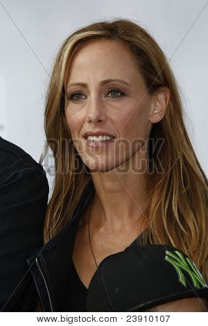 LOS ANGELES - SEPT 25:  Kim Raver arriving at the