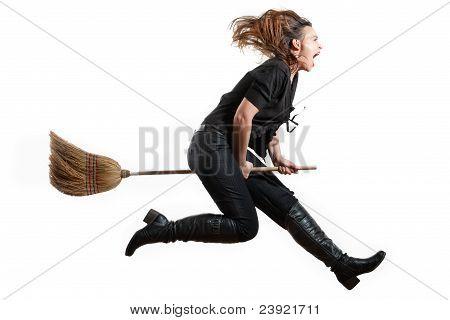 Bruxa voando de gritando