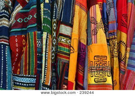 Multicolores Ponchos bordados mexicanos