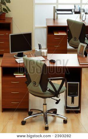 Oficina hermosa y moderna