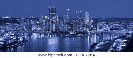 Pittsburgh skyline panorama.