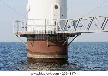 Gründung einer großen Windmühle stehend In der Niederländisch-See