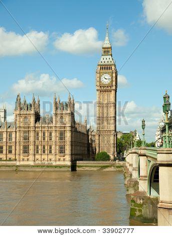 Casa del Parlamento con la torre del Big Ben en vista de UK Londres desde Río temas